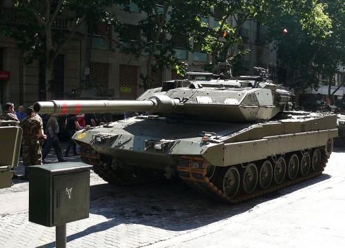 800px-Leopardo_2E__zaragoza_1